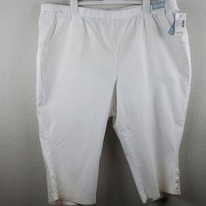 Liz & Me | NWT Women's White Capri Size 3X